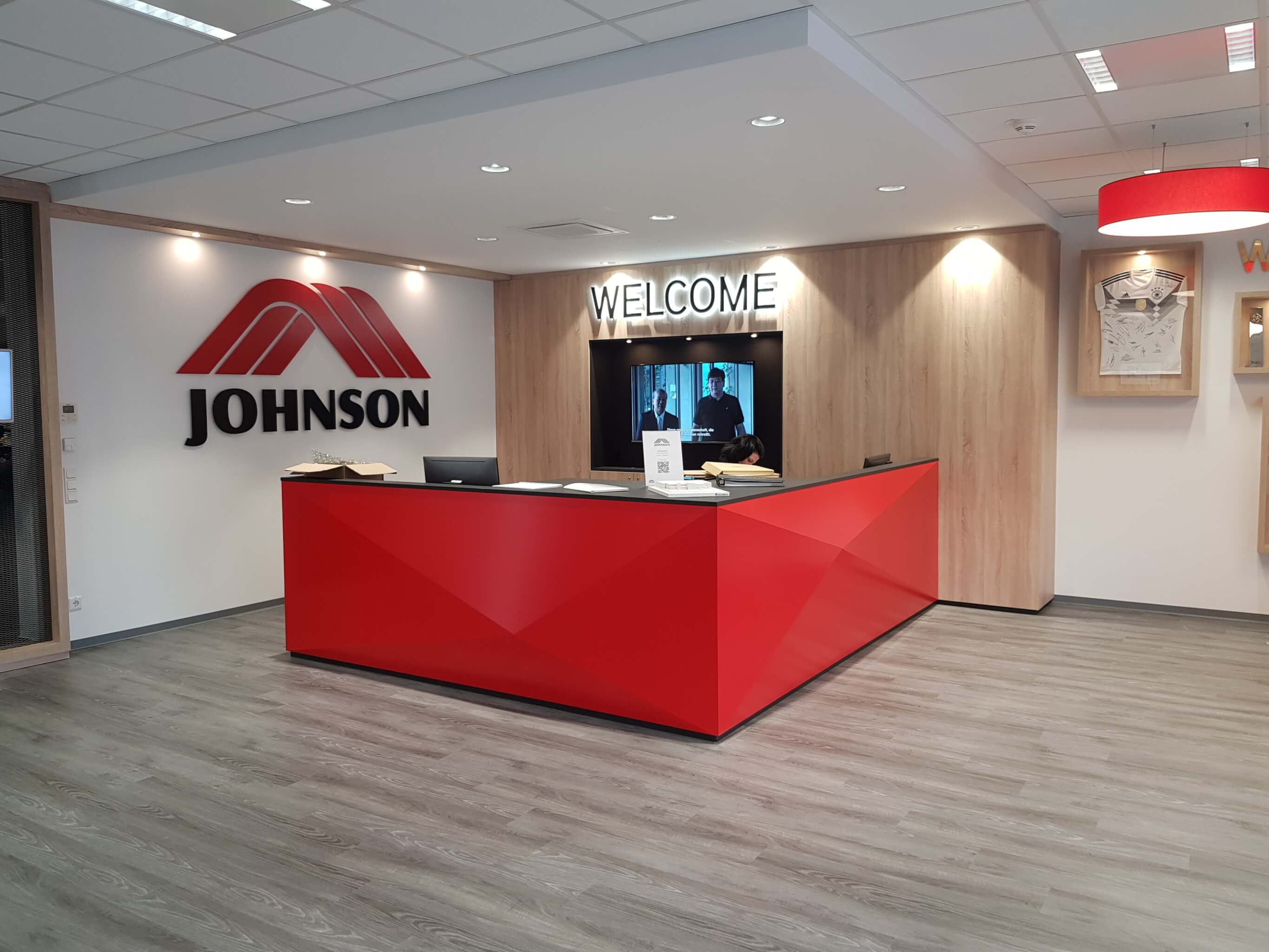 johnson_health_tech_showroom_2018_04